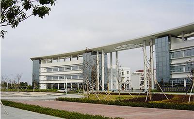 宁波鄞州职业学院见证台正立式炮塔铣床品牌的成长